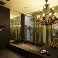 beautiful-black-bathtub-with-flower-petals