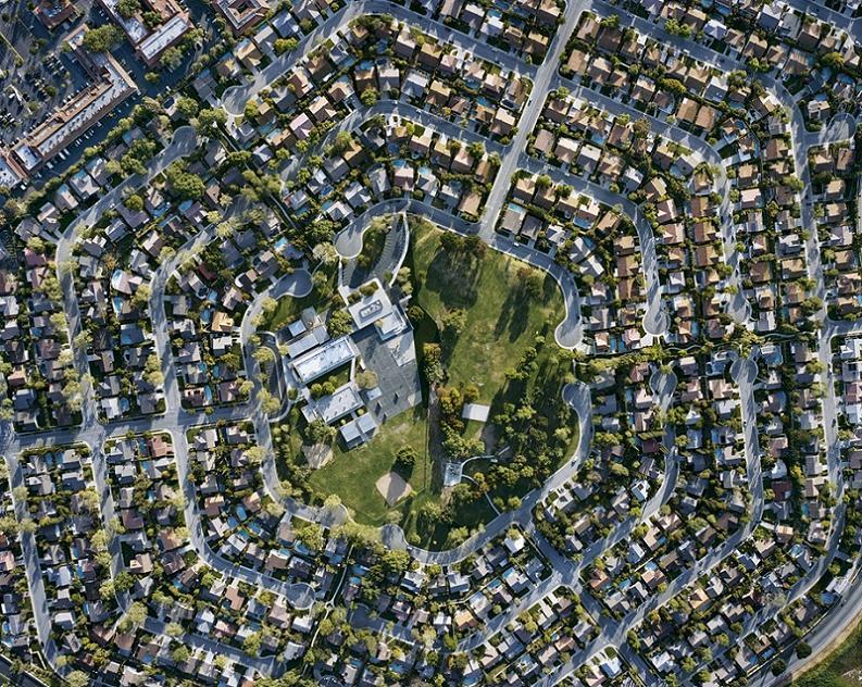 Urban-sprawl-in-california-deer-crest-subdivision