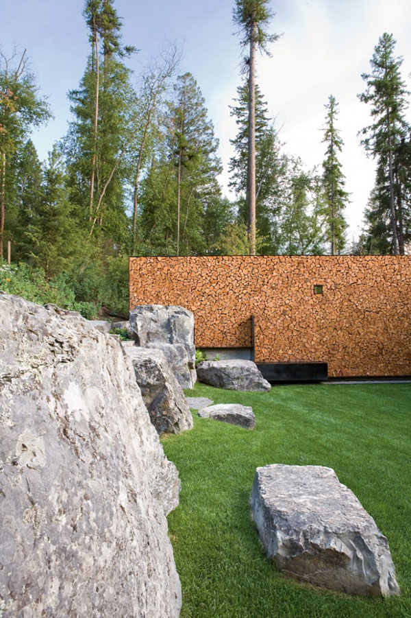 shockblast_1285701864-07stonecreekcamp-master-house-lawn-666x1000-Stone-Creek-Camp-Amazing-Natural-Homes-and-Breathtaking-Landscapes_