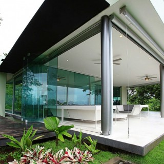 Triangulo House by Ecostudio Architects