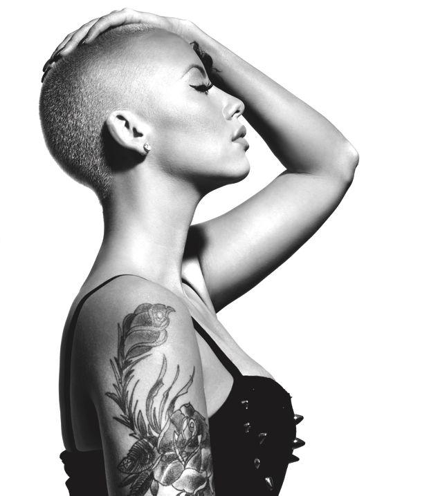 Лысая женщина черно-белое фото