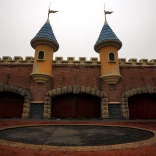 Abandoned fake-Disneyland in China