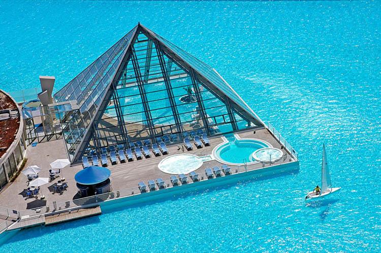 San alfonso del mar biggest swimming pool shockblast for Crystal water piscinas