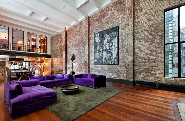 cozy townhouse loft in soho new york shockblast. Black Bedroom Furniture Sets. Home Design Ideas