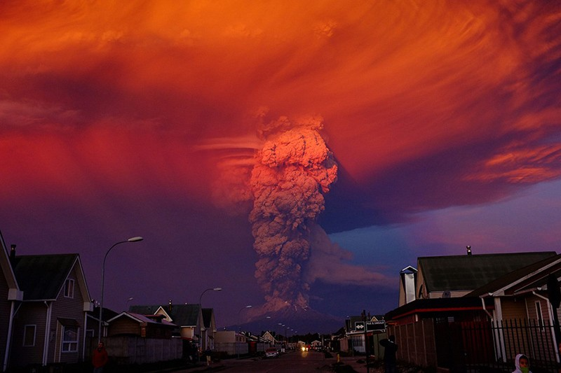 incredible-shots-from-volcano-eruption-in-chile-ShockBlast-10