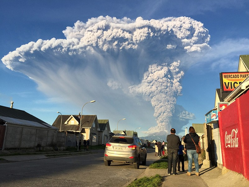 incredible-shots-from-volcano-eruption-in-chile-ShockBlast-11