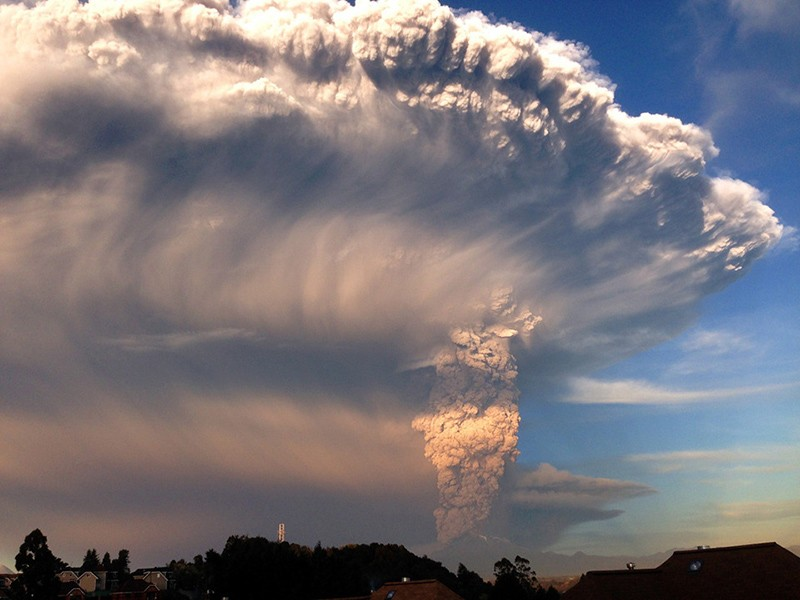 incredible-shots-from-volcano-eruption-in-chile-ShockBlast-7