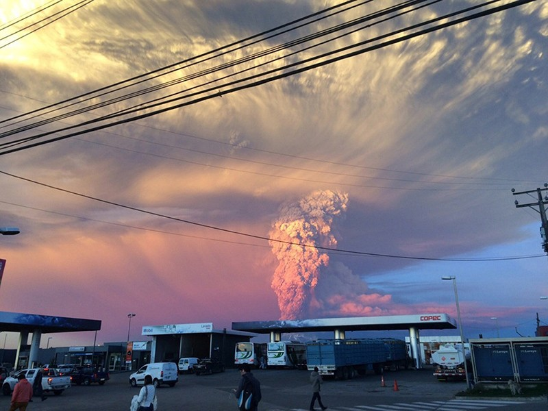 incredible-shots-from-volcano-eruption-in-chile-ShockBlast-8