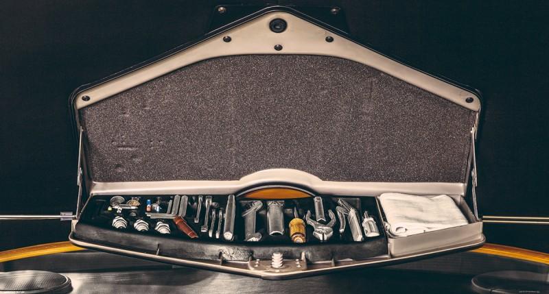 BMW_30_csl_1974_gold-ShockBlast-5