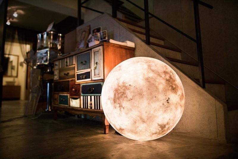 acorn-studio-luna-moon-lamp-ShockBlast-1