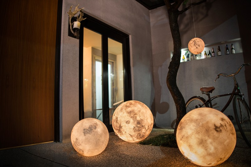 acorn-studio-luna-moon-lamp-ShockBlast-2