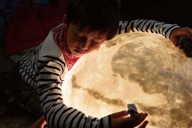acorn-studio-luna-moon-lamp-ShockBlast-5