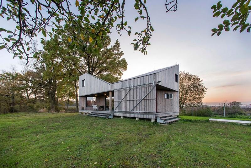 Energy-Efficient-Wooden-House-Zilvar-ShockBlast-1