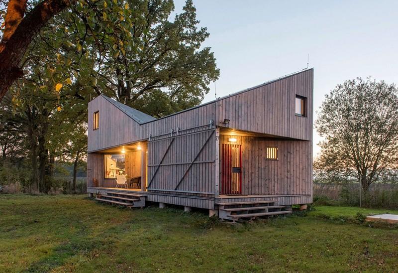 Energy-Efficient-Wooden-House-Zilvar-ShockBlast-12