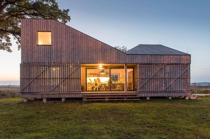 Energy-Efficient-Wooden-House-Zilvar-ShockBlast-13