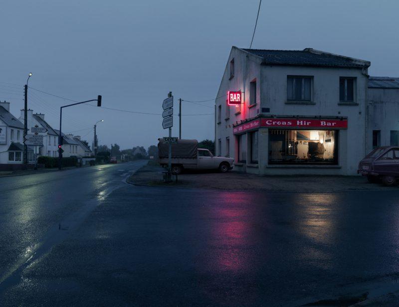 red-light-parisian-cafes-in-rainy-nights-ShockBlast-11