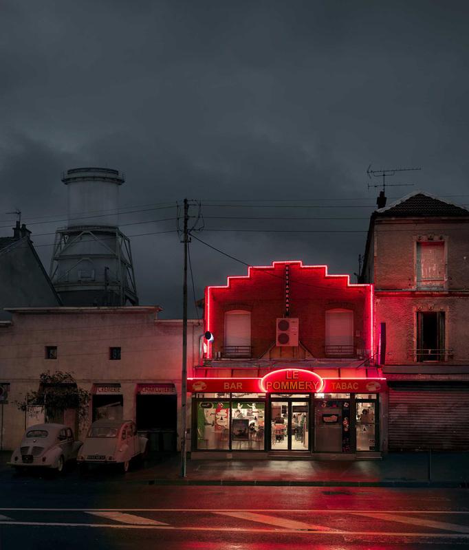 red-light-parisian-cafes-in-rainy-nights-ShockBlast-15