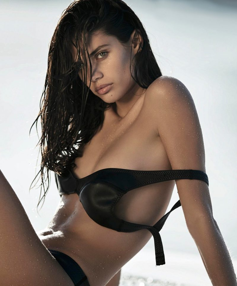 smoking-hot-sara-sampaio-x-maxim-may-2016-ShockBlast-4