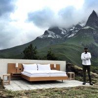 "Null Stern ""Hotel"" in the Swiss Alps - ShockBlast"
