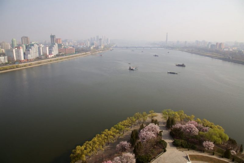 pyongyang-during-city-marathon-shockblast-21